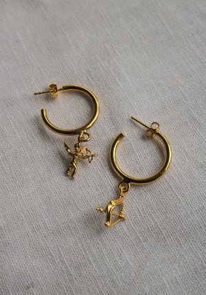 Tuchuzy Exclusive | Asymmetric Eros Earrings Gold Pleated