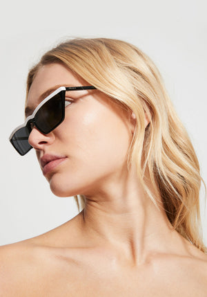 0PR 19US Ultravox Sunglasses Black/White