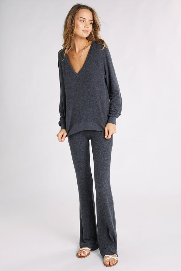 Baggy Beach Jumper Deep V  | Clean Black