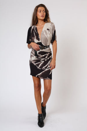 flattering slim fit dress black and beige