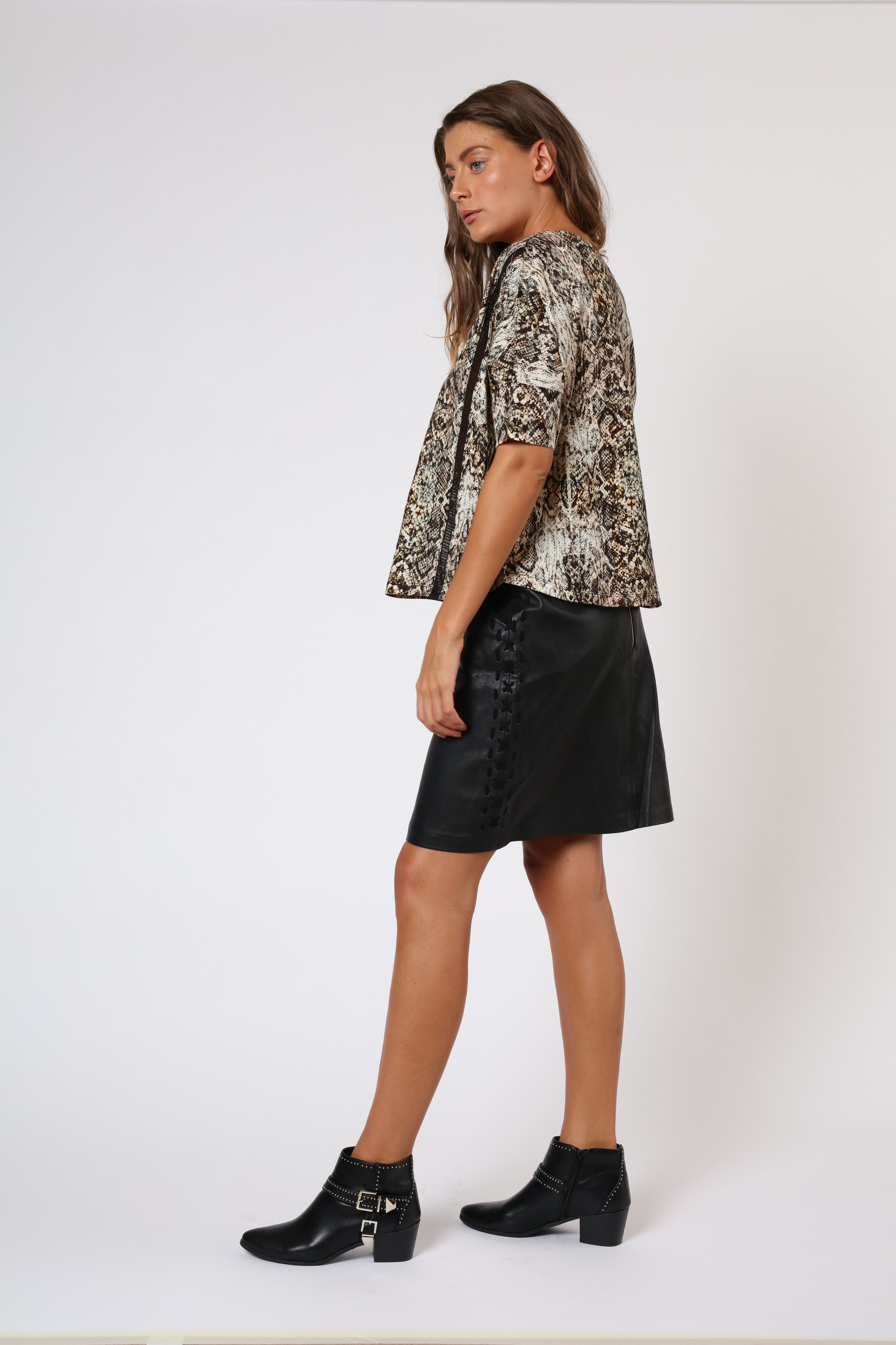 oversized tshirt with snake print