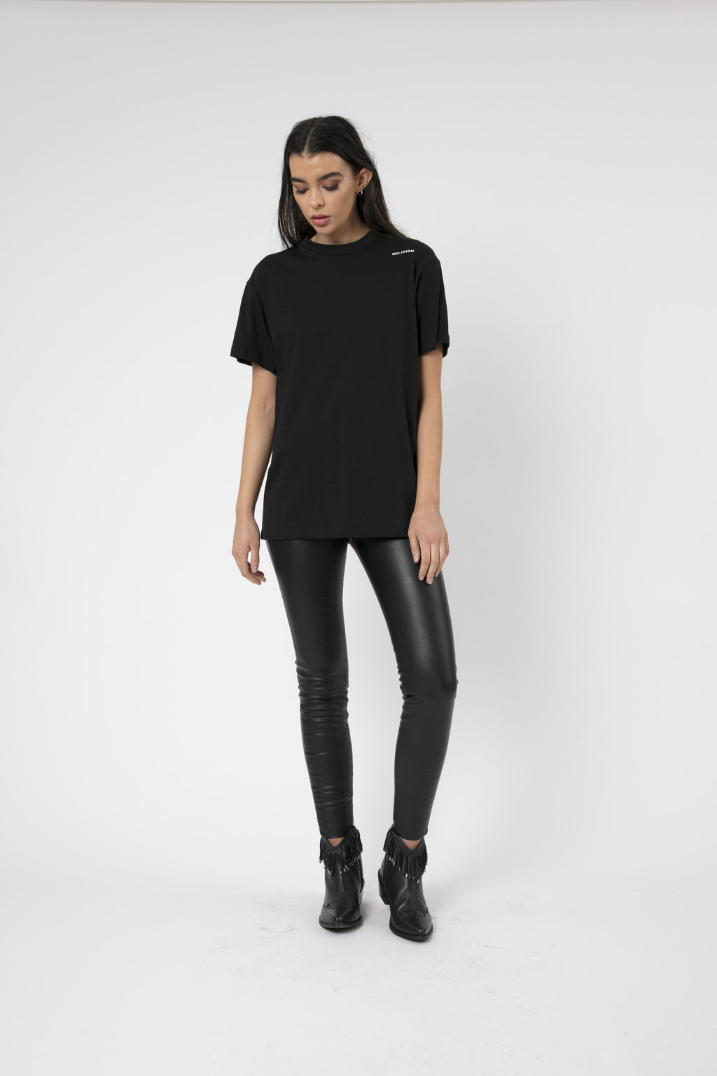 unisex black tshirt crew neck and short sleeves