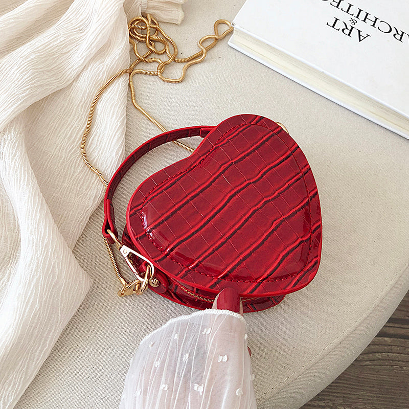 Ollie Heart Clutch