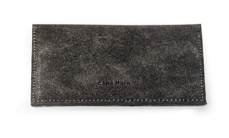 Cape Horn Luggage Leather: Black Crackle / Sail: Carbono + Kevlar Women / Black Crackle Passport Wallet