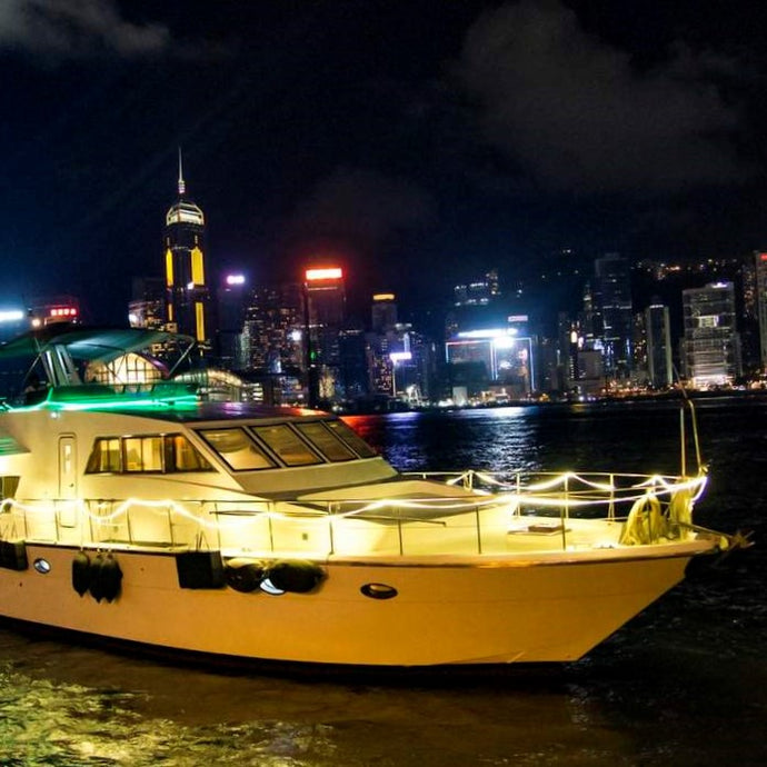 Victoria Harbour Cruise on a Luxury Yacht