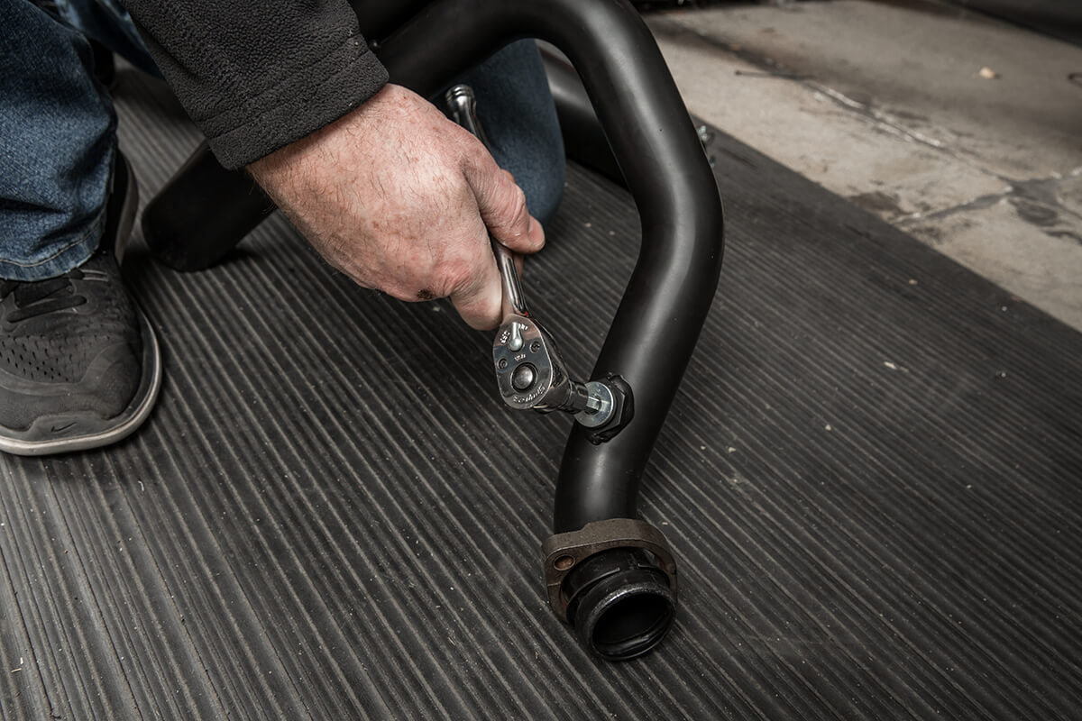 Use a 1/4 allen socket to tighten the O2 sensor plug. - Lowbrow Customs - 2 into 1 by Kerker How to Install on Dyna