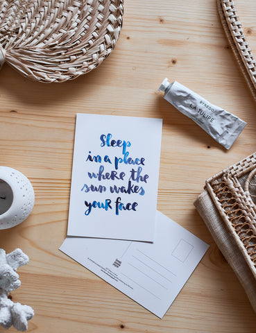 "Brush Lettering Postkarte ""Sleep in a place"""