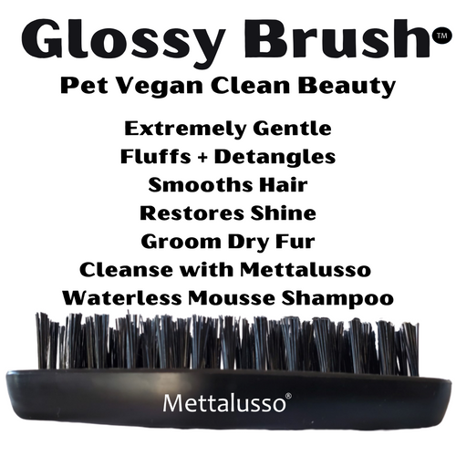 Mettalusso Glossy Brush is a multi-functional pet grooming tool that you can use to brush, smooth, detangle and clean dogs and cats. Use with Mettalusso Vegan Wipes Cleansing Cloths.
