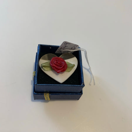Vinyl Ring White Heart and Rose - Logan Malloch
