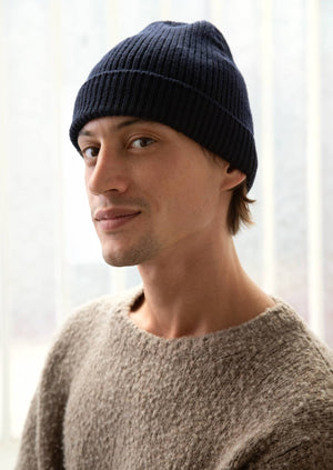 De Bonne Facture - Essential ribbed beanie - Merino wool - Navy