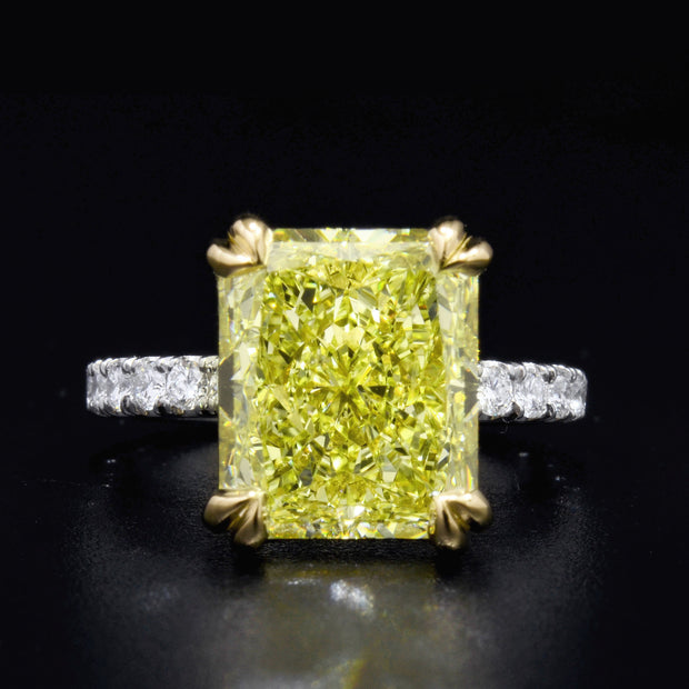 3.25 Ct. Radiant Cut Canary Fancy Light Yellow Diamond Ring VS2 GIA Certified