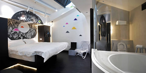 XY Hotel Bugis room with bed and bathtub