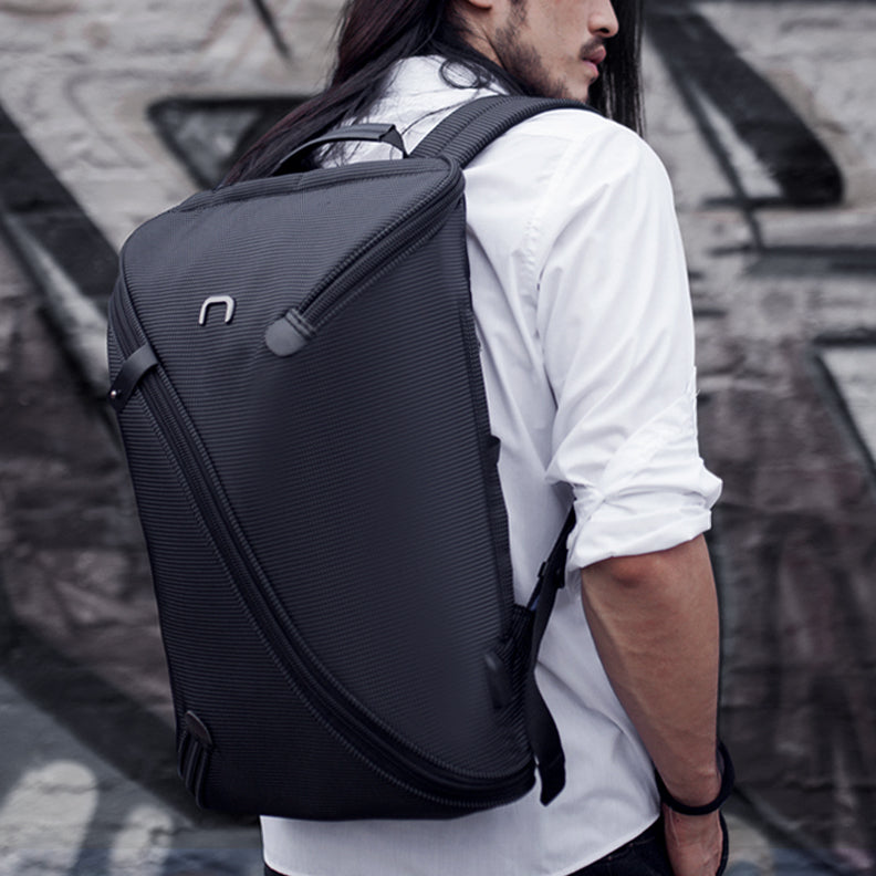 NIID UNO I Backpack – Stylish & Practical carried by man