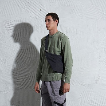 NIID x URBANATURE D1 Chest Bag - Spacious Design side view carried by man