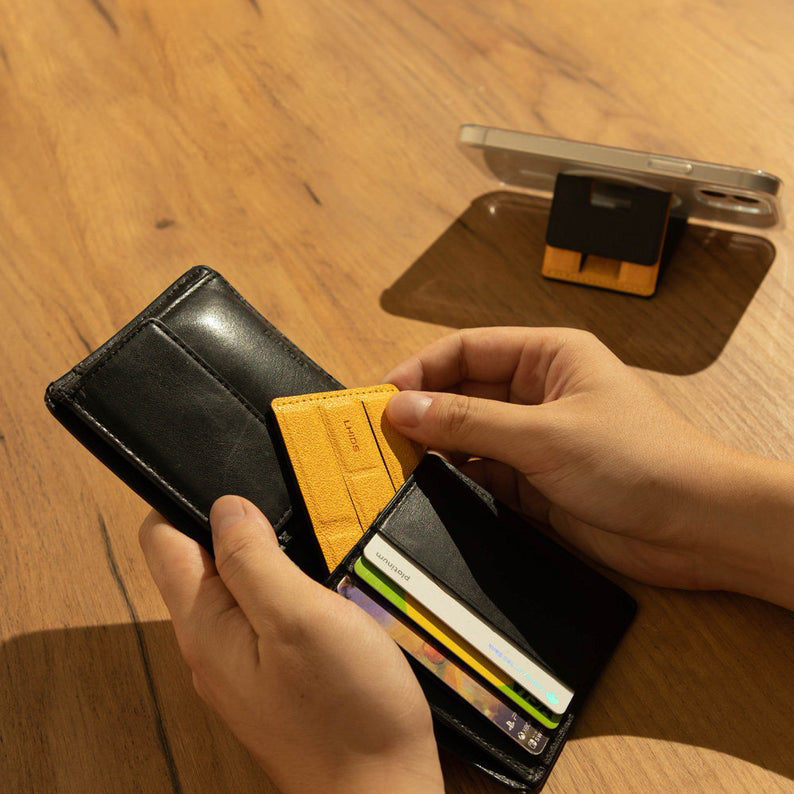 MAGEASY PHOLDR CLING-ON WALLET KIT fits into your wallet