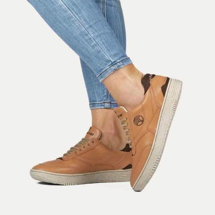 Vegan sneakers BEFLAMBOYANT UX-68 Caramel wearing in a model