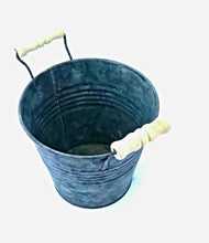 Load image into Gallery viewer, Metal Plant Pot