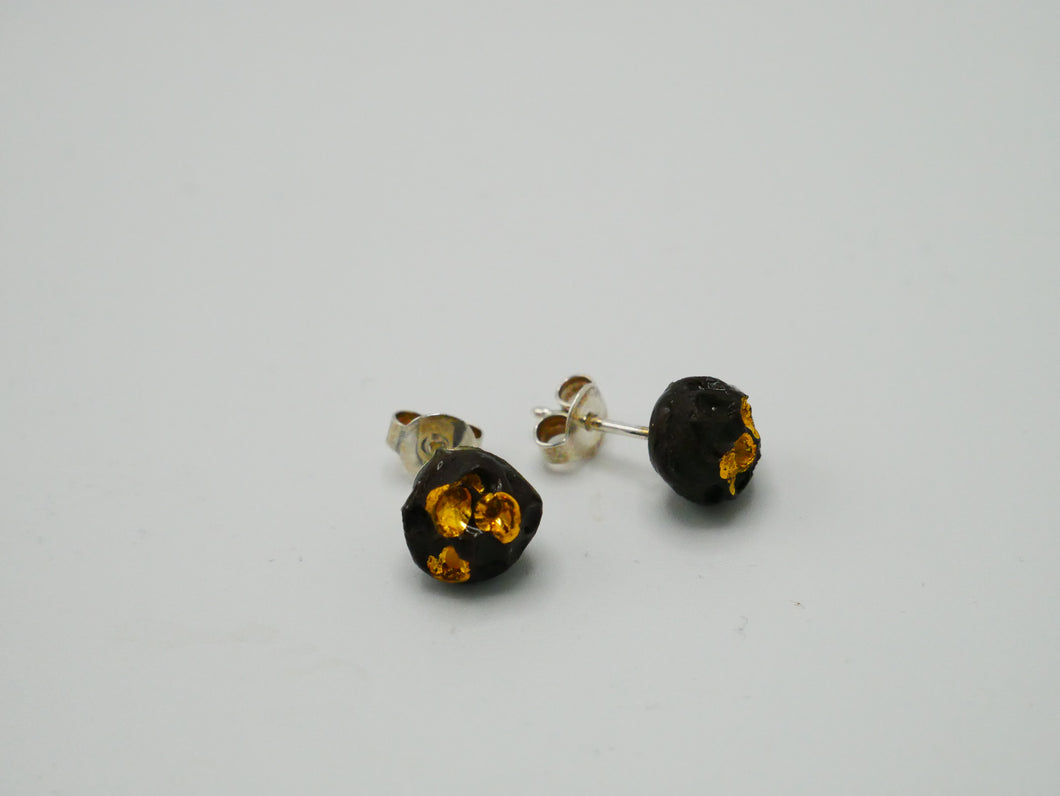 dark gold earring