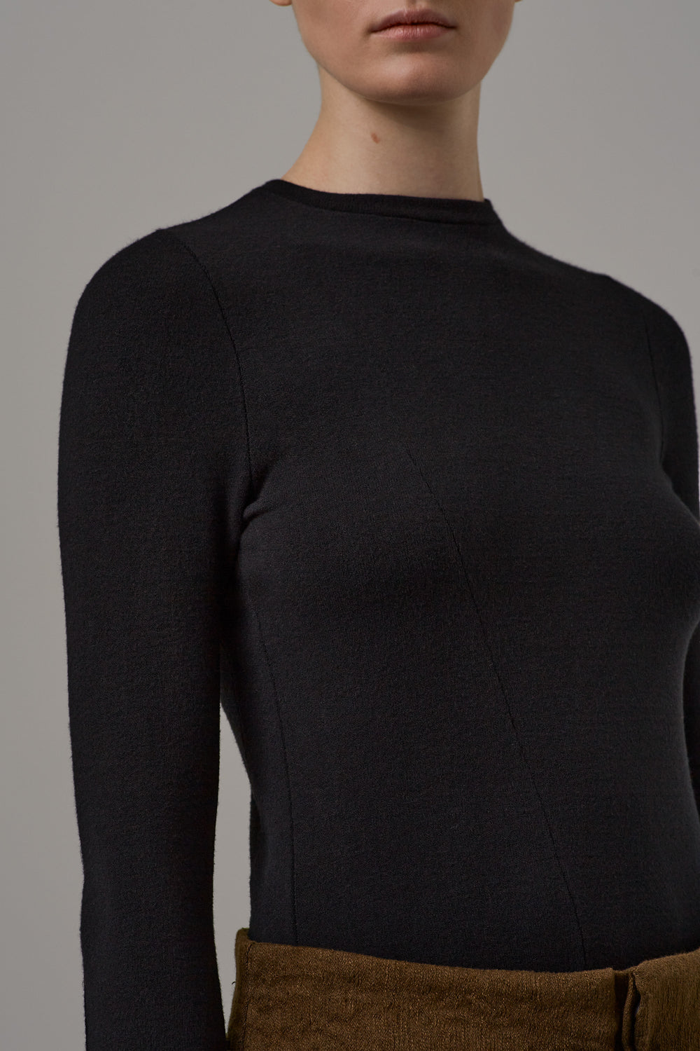 Longsleeve with asymmetric seams