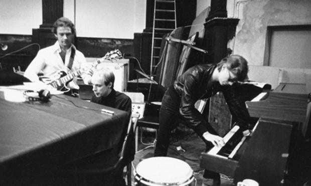 "Featured photo for How Robert Fripp Recorded the Guitar Line on David Bowie's ""Heroes"""