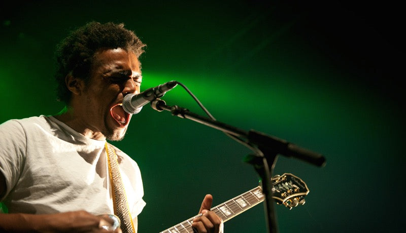 Benjamin Booker on tour in France with his Original Fuzz guitar strap - photo 3