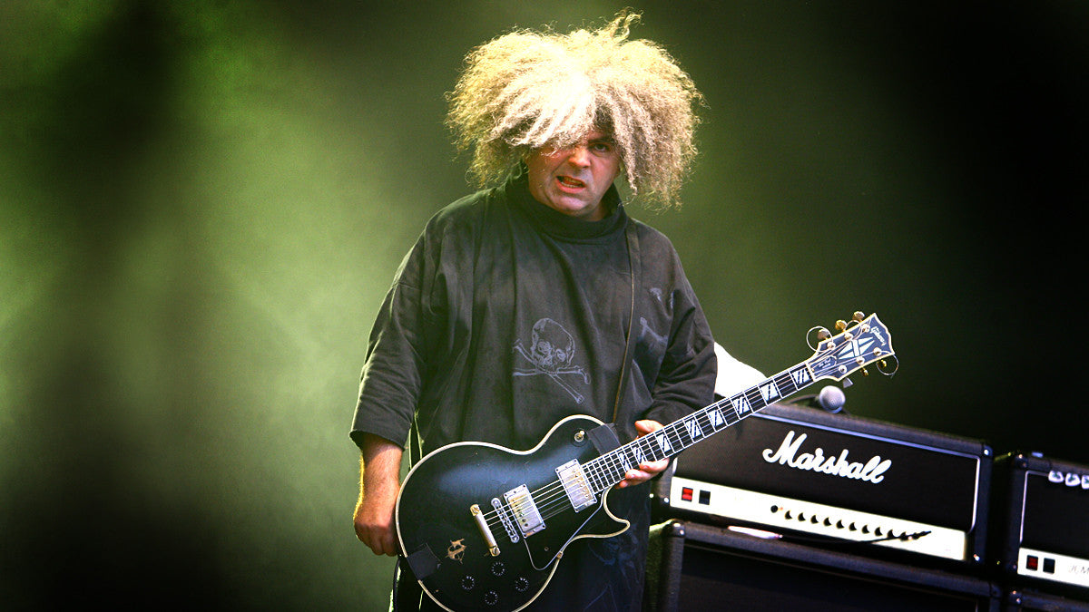 Buzz Osborne on stage with a black Les Paul