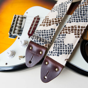 Vintage-style guitar strap made with 70s polyester 1