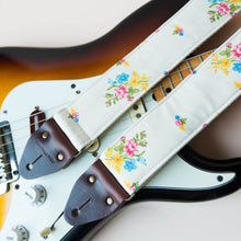 Reclaimed vintage guitar strap in 70s cream polyester with floral pattern photo 3