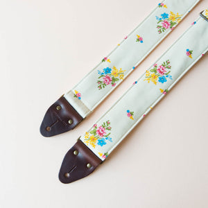 Reclaimed vintage guitar strap in 70s cream polyester with floral pattern photo 7