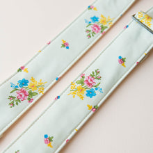 Reclaimed vintage guitar strap in 70s cream polyester with floral pattern photo 6