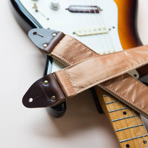 Reclaimed vintage guitar strap in gold satin - photo 5