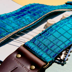 Silk Guitar Strap in The Minks Product detail photo 6