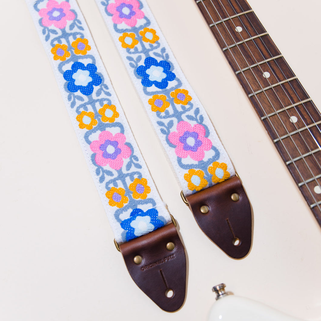 Detail photo of the vintage guitar strap in Fryemont Street