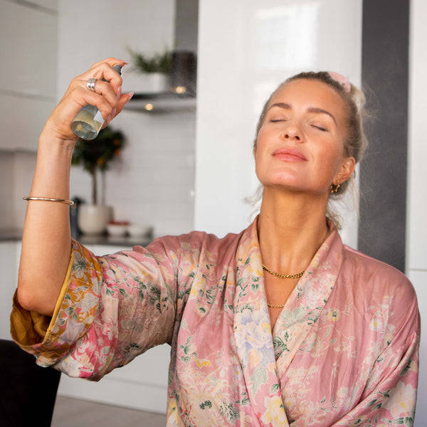 Hedda Skoug using Hydrating Face Mist