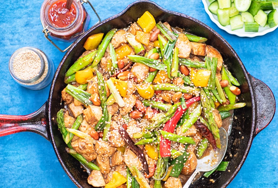 keto asian food: Kung Pao Chicken in a pan