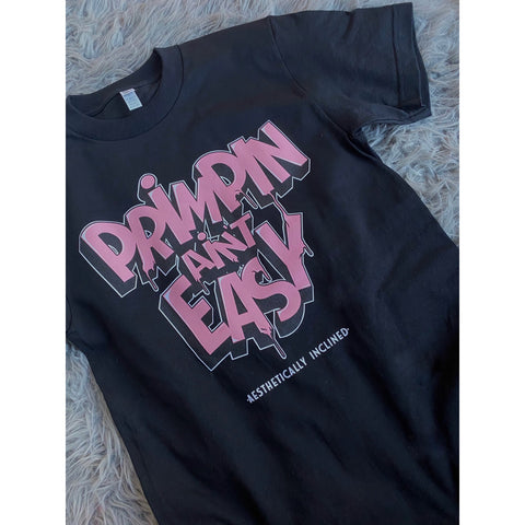 "Size Medium black t-shirt ""Primping Ain't Easy"""