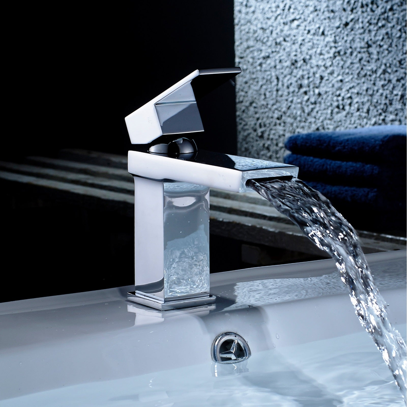 Create a spectacular waterfall effect with this Modena Head Mono Basin Mixer Tap!