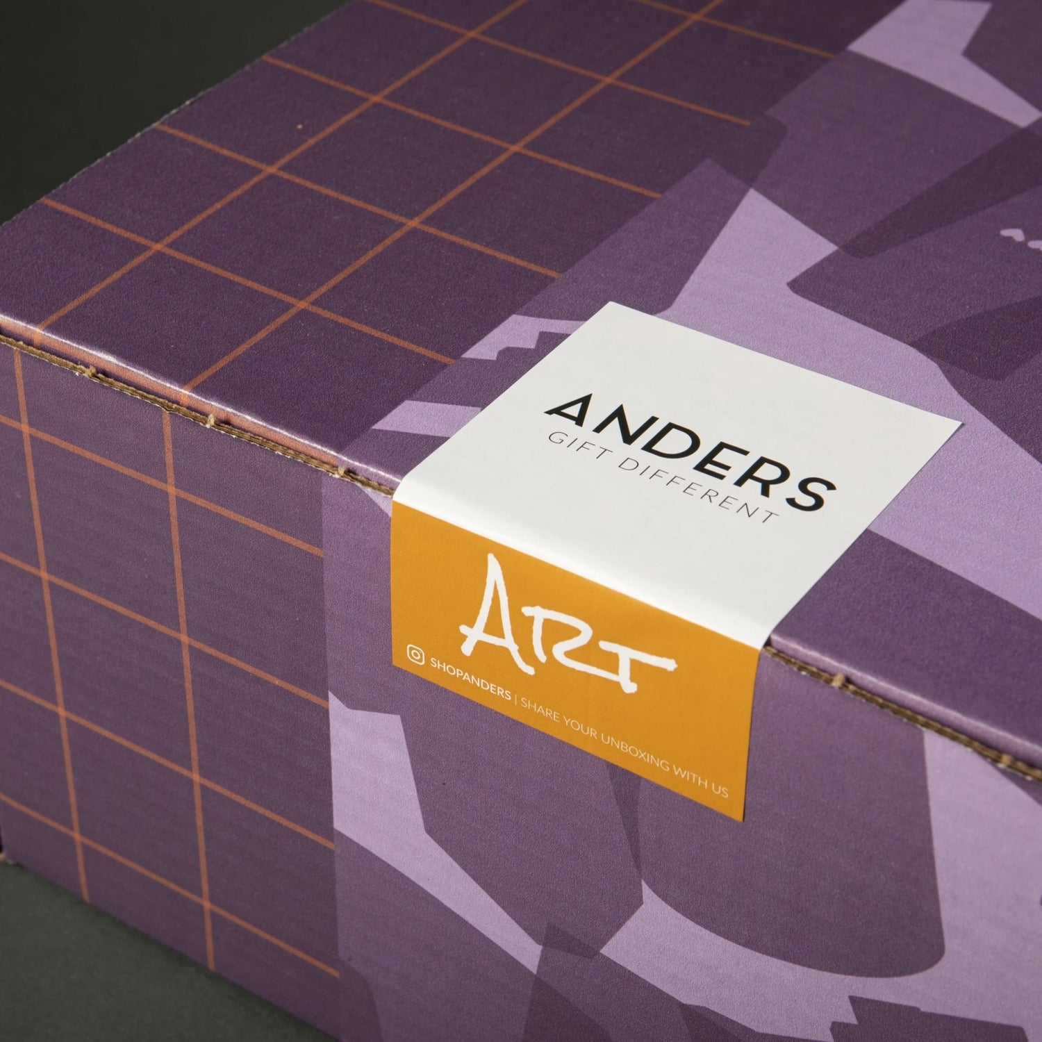 Anders Gift Box Art Closed