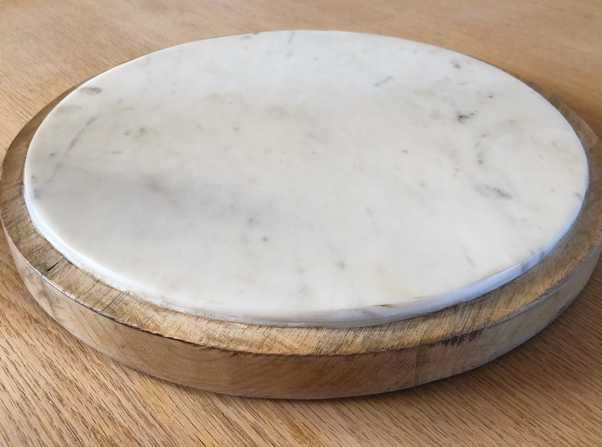 Acacia Wood And White Marble Round Chopping Board