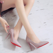 Load image into Gallery viewer, Beautiful women´s super high heel pumps (approx 8 cm), executive slip on style.  Hermosos tacones de mujer super altos (approx 8 cm), estilo ejecutivo, sexy y delicados.
