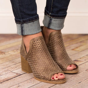 Womens fashion wedge heel open toe casual sandals.  Tacón corrido de mujer dedo abierto estilo casual.