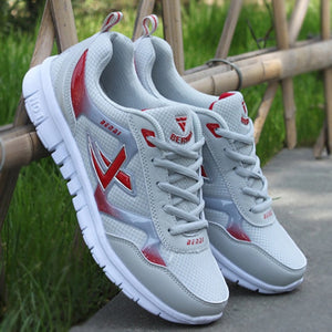 Womens sneakers with breathable mesh, lace up with cotton lining.  Tenis de mujer con maya respirable, con cordones y el interior en algodón.