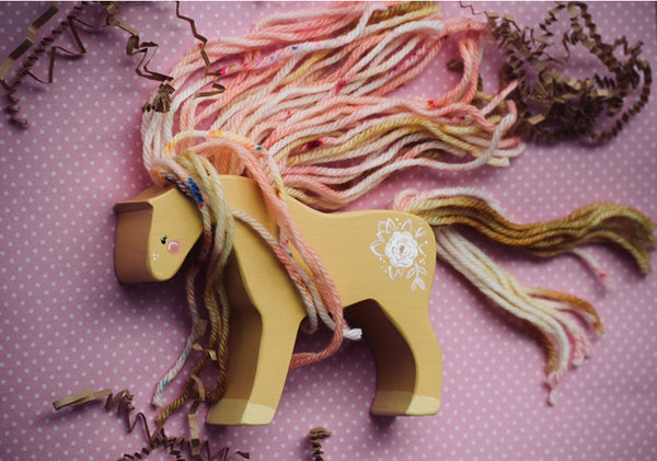 Custom Yarn Horse - Choose your PaintColor || YarnColor and Design