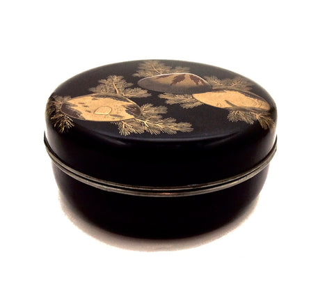 Japanese Antique Round Lacquer Kashibako with Domed Cover and Gold Makie Sea Shells and Pine Motif