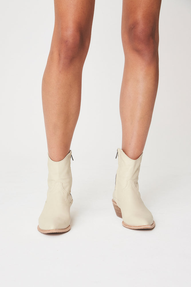 Perry Leather Boots Cream