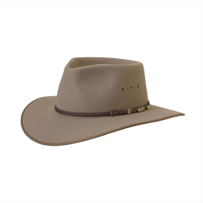 The Bran Akubra Cattleman Hat features a pinch crown and broad, dipping brim with eyelet vents. Make the most of reduced prices on all of our Akubras online, and receive free shipping if you spend over $200.