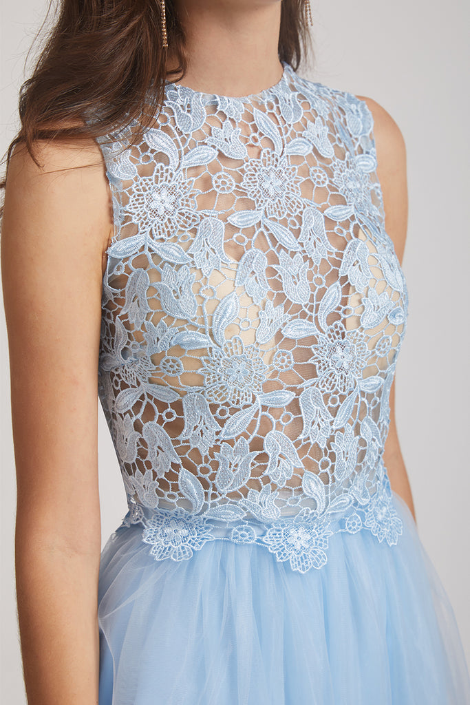 exquisite lace detail
