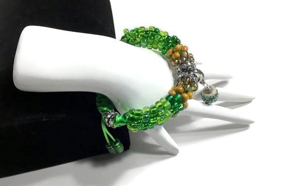 Green bracelet, Handmade green beaded Kumihimo wrap, woman size, macrame clasp, Boho-chic, The green mix bracelet