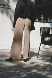 Pleats Flared-Knit Pants [Beige/Black]