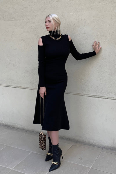 Shoulder Show Knit Dress